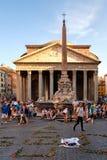 El della antiguo Rotonda del panteón y de la plaza en Roma en la puesta del sol Fotos de archivo libres de regalías