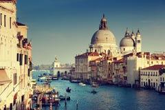 El della de Santa María del Gran Canal y de la basílica saluda, Venecia Fotos de archivo libres de regalías
