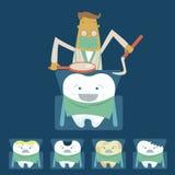 El dentista examina los dientes del paciente en la silla del dentista Foto de archivo