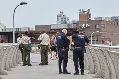 El departamento de NYPD y de NYC de parques fotografía de archivo libre de regalías