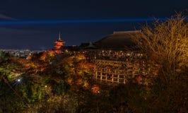 El dera de Kiyomizu- se enciende para arriba Fotografía de archivo libre de regalías