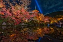 El dera de Kiyomizu- se enciende para arriba Fotos de archivo