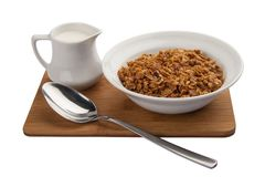 El desayuno forma escamas con leche foto de archivo