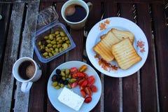 El desayuno perfecto por la mañana imagenes de archivo