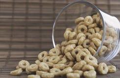 El desayuno sano, cereal en la forma suena en un vidrio Foto de archivo