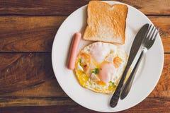 El desayuno sirve el foco en los ingredientes, foto de archivo