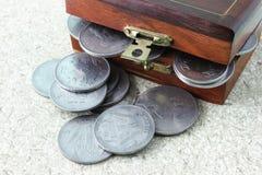 El desbordamiento del dinero Imágenes de archivo libres de regalías