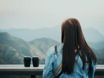 El descanso para tomar café y relaja concepto de la visión desde el plástico negro el dos Fotografía de archivo libre de regalías