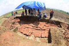 El descubrimiento de un templo antiguo Imágenes de archivo libres de regalías