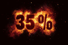 El descuento ardiendo de la muestra del 35 por ciento ofrece el fuego apagado Fotografía de archivo