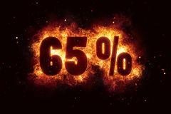El descuento ardiendo de la muestra del 65 por ciento ofrece el fuego apagado Fotos de archivo