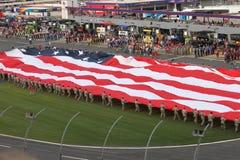 El desenrollarse de la bandera americana en la cola 600 del coque Imagen de archivo libre de regalías