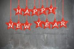 El deseo de la Feliz Año Nuevo con rojo protagoniza en fondo de la pizarra Imagen de archivo