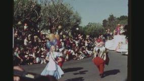 El desfilar de los caracteres del ` s de Disney almacen de metraje de vídeo