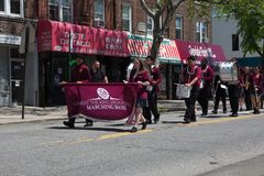 El desfile anual del D?a de los ca?dos de Ridgewood/de Glendale imagen de archivo