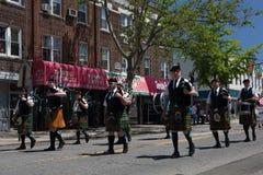 El desfile anual del D?a de los ca?dos de Ridgewood/de Glendale foto de archivo