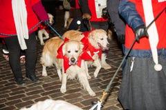 El desfile anual tradicional de Santa Claus en la abertura de los días de fiesta de la Navidad fotos de archivo