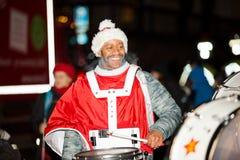 El desfile anual tradicional de Santa Claus en la abertura de los días de fiesta de la Navidad imágenes de archivo libres de regalías