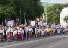 El desfile de la celebración 2011 de la canción y de la danza Foto de archivo