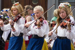 El desfile de la celebración 2011 de la canción y de la danza foto de archivo libre de regalías