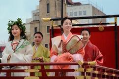 El desfile de las mujeres floridas del festival de Gion, Kyoto Japón Imágenes de archivo libres de regalías