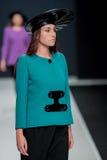 El desfile de moda Pierre Cardin en semana de la moda de Moscú con el amor para el otoño invierno 2016/2017 de Rusia Imagenes de archivo