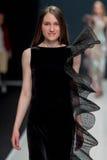 El desfile de moda Pierre Cardin en semana de la moda de Moscú con el amor para el otoño invierno 2016/2017 de Rusia Foto de archivo