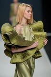 El desfile de moda Pierre Cardin en semana de la moda de Moscú con el amor para el otoño invierno 2016/2017 de Rusia Imagen de archivo libre de regalías