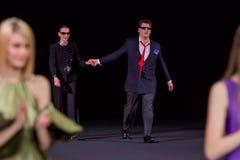 El desfile de moda Pierre Cardin en semana de la moda de Moscú con el amor para el otoño invierno 2016/2017 de Rusia Imagen de archivo
