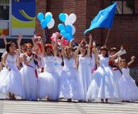 El desfile de novias Fotos de archivo