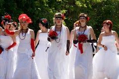 El desfile de novias Imagen de archivo