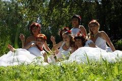 El desfile de novias Foto de archivo