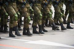 El desfile de soldados foto de archivo libre de regalías