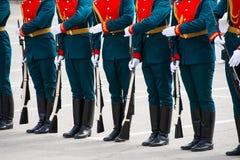 El desfile de soldados fotografía de archivo libre de regalías
