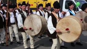El desfile de St Patrick - baterías rumanos metrajes