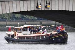 El desfile del jubileo de diamante de Thames Imagen de archivo