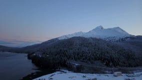 El desierto congelado de las montañas de Chugach metrajes