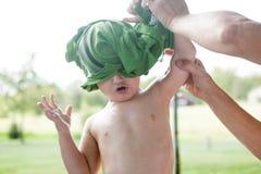El desnudar: Lanzamiento de la camisa Imagen de archivo libre de regalías