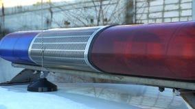 El destellar azul y rojo de la policía de la lámpara almacen de video