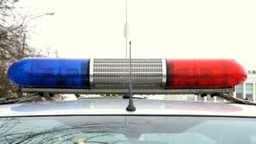 El destellar azul y rojo de la policía de la lámpara metrajes