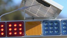 El destellar pilotos del tráfico rojo y azul metrajes