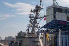 El destructor Donald Kook en el puerto de Odessa USS Donald Cook DDG-75 Odessa ucrania 2019 02 25 El Mar Negro foto de archivo libre de regalías