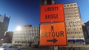 El desvío anaranjado firma adentro Pittsburgh céntrica almacen de metraje de vídeo