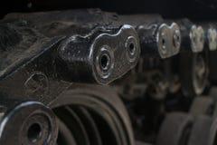 El detalle bajo del ECU de la pisada liga en el tanque de Ejército de los EE. UU. capturado en la exhibición en Vietnam Imágenes de archivo libres de regalías