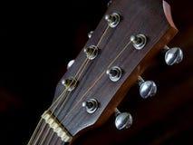 El detalle de la adaptación va a la guitarra acústica, clavija Fotografía de archivo