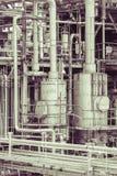 El detalle de la planta de la refinería de petróleo en tono del vintage corrige Imagenes de archivo