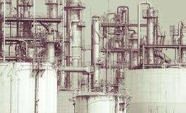 El detalle de la planta de la refinería de petróleo en tono del vintage corrige Fotos de archivo libres de regalías