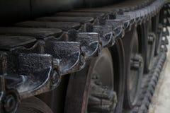 El detalle de un ángulo más alto de MCU de la pisada liga en el tanque de Ejército de los EE. UU. capturado en la exhibición en l Imagenes de archivo