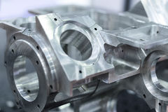 El detalle del aluminio trabajó a máquina las piezas, superficie brillante Imágenes de archivo libres de regalías