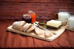 El detalle del desayuno hecho en casa en la comida campestre Fotos de archivo libres de regalías